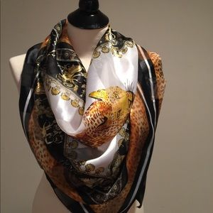 Accessories - Gorgeous square scarf